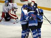 Хоккеисты сборной Финляндии после заброшенной шайбы. Фото AFP